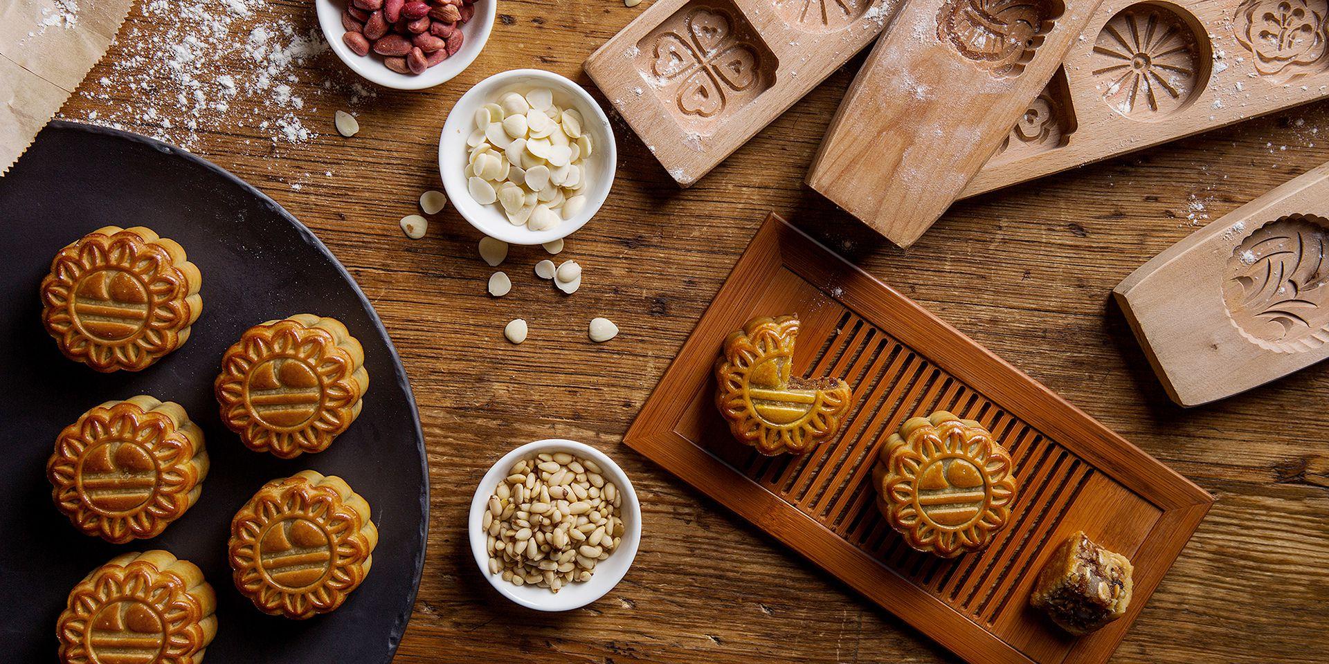 Bánh trung thu làm bằng gỗ