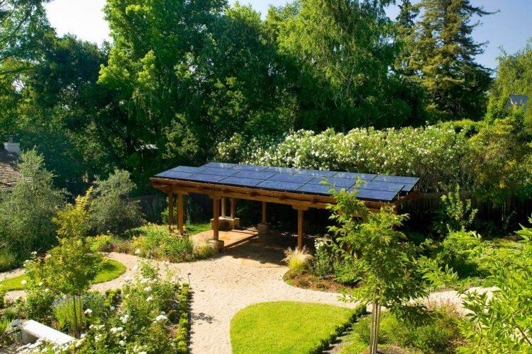 Lý do nên sử dụng tâm pin năng lượng mặt trời