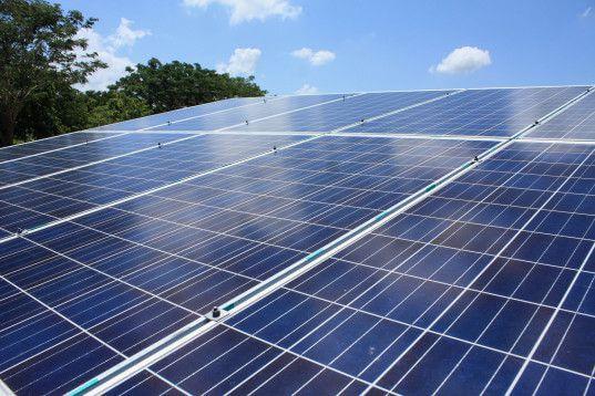 Một tấm pin mặt trời 300 watt sản xuất bao nhiêu năng lượng?