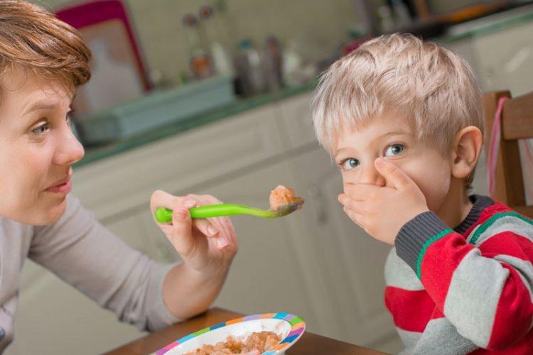 giúp bé hạn chế kén ăn