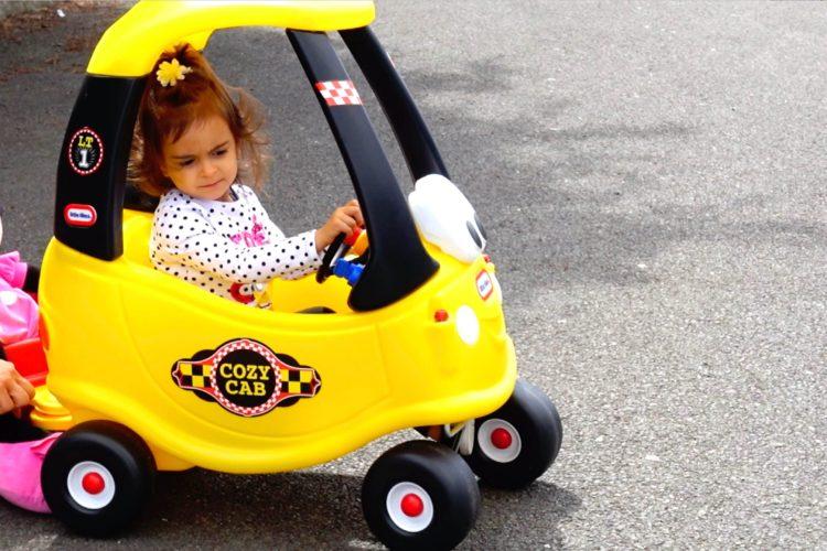 Có nên mua xe chòi chân thanh lý cho bé?