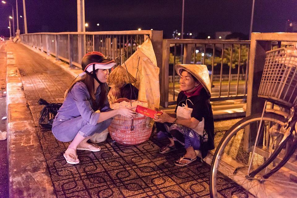 Bánh trung thu cho người vô gia cư