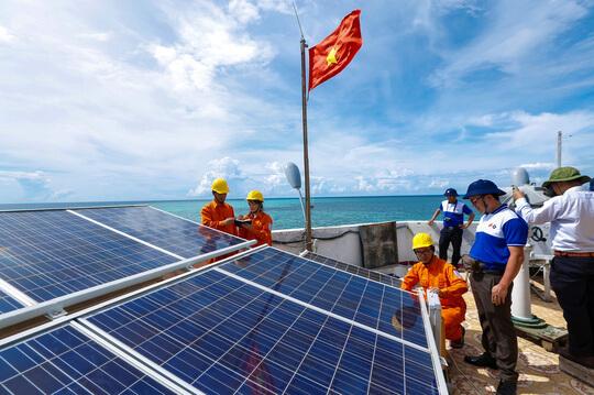 Khoải sát và lắp đặt pin năng lượng mặt trời