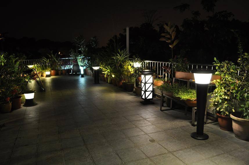 Đèn sân vườn bằng năng lượng mặt trời