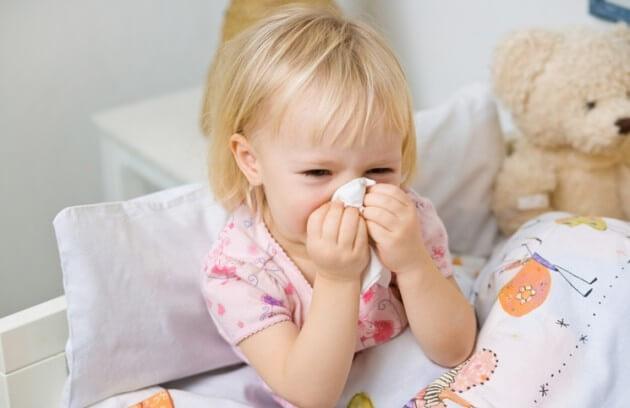 Làm gì khi trẻ bị cảm lạnh