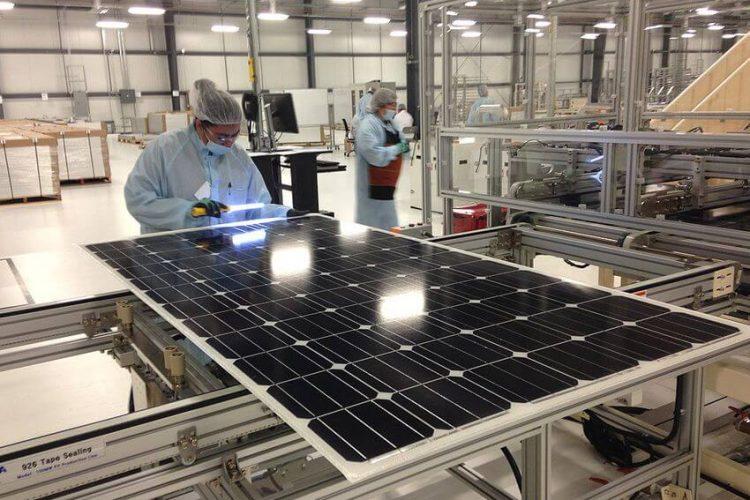 Nhà sản xuất tấm pin năng lượng mặt trời